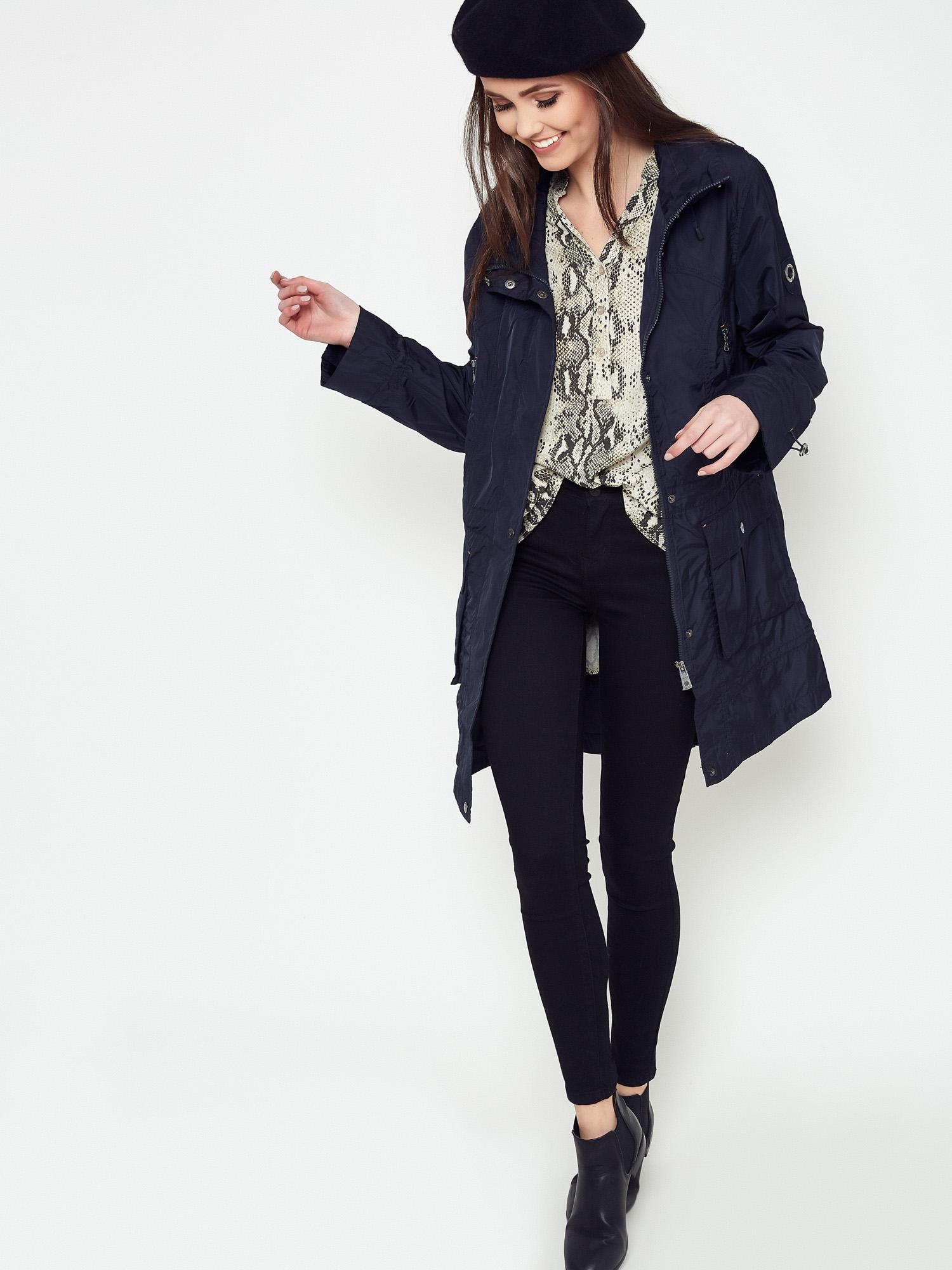 Na co zwrócić uwagę wybierając kurtki przejściowe damskie?