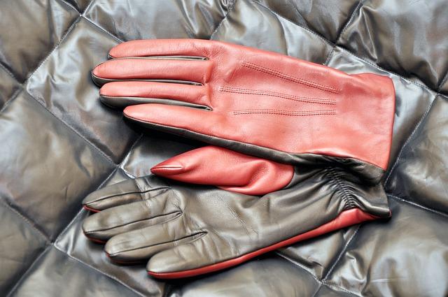 Rękawiczki skórzane – gustowny element odzieży chroniący dłonie przed zimnem