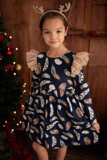 Jaką sukienkę wizytową wybrać dla małej dziewczynki? Czym się kierować podczas zakupu?